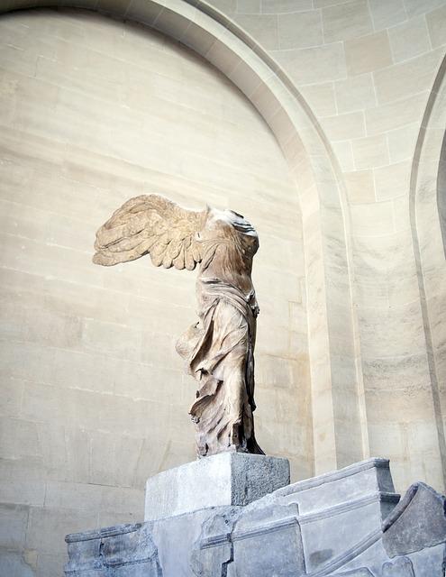 Diosa de la victoria Atenea Niké, Museo del Louvre, París.